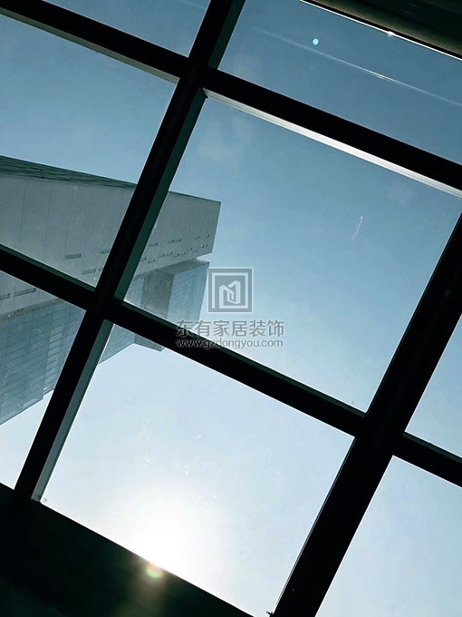 铝合金玻璃阳光房顶部细节视觉