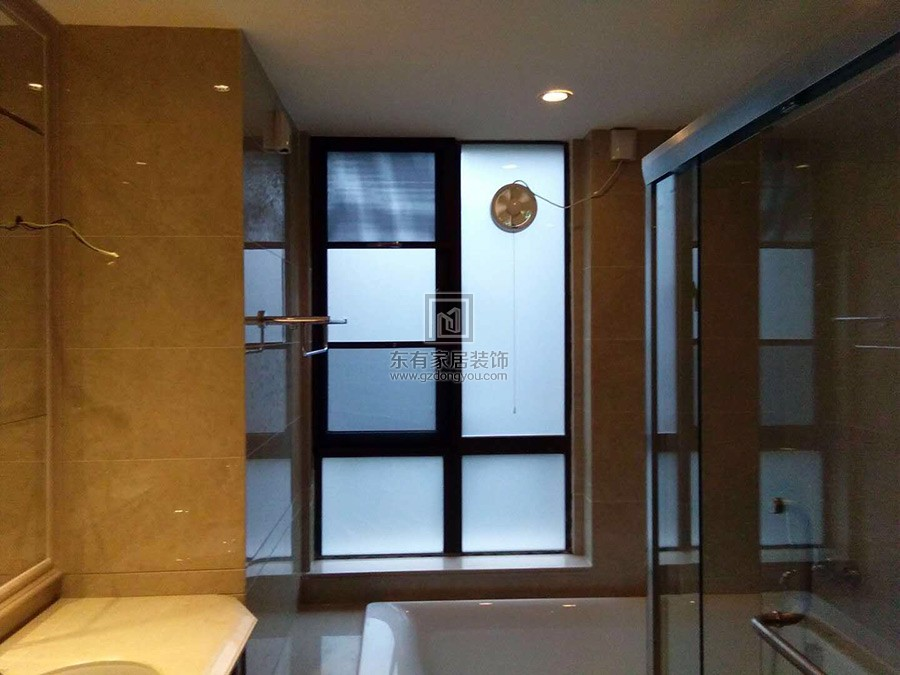 洗手间安装铝合金固定窗+平开窗+纱窗效果