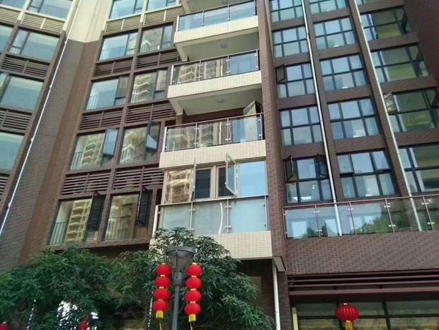 新福港鼎峰花园张先生铝合金封阳台 MC-072