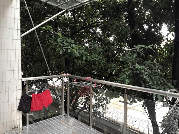 云影花园加装钢结构阳台、阳台栏杆、玻璃雨棚 LG-039
