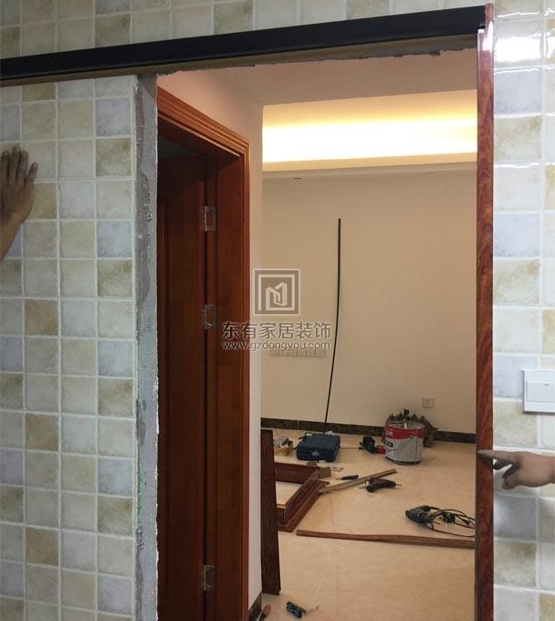 安装铝合金仿木门框