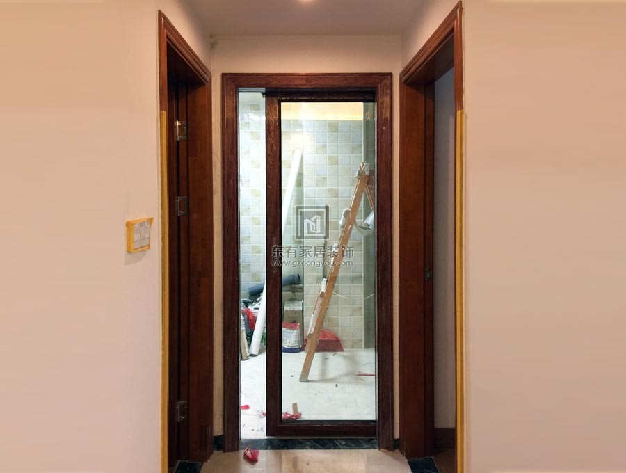 安装完铝合金吊趟门效果