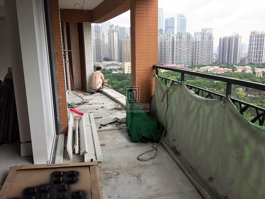 不锈钢烤漆阳台栏杆安装中