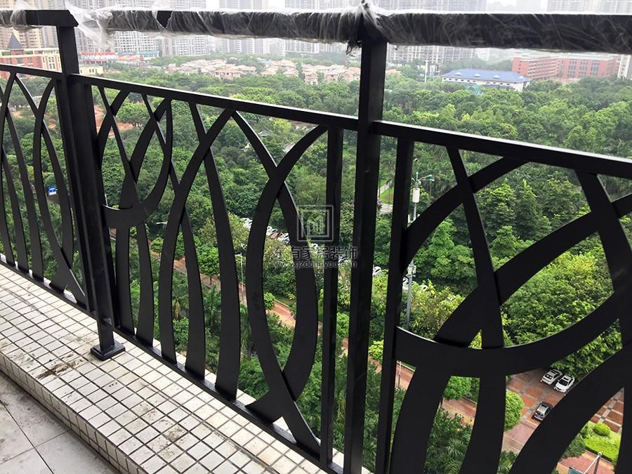 不锈钢烤漆阳台栏杆安装完成效果
