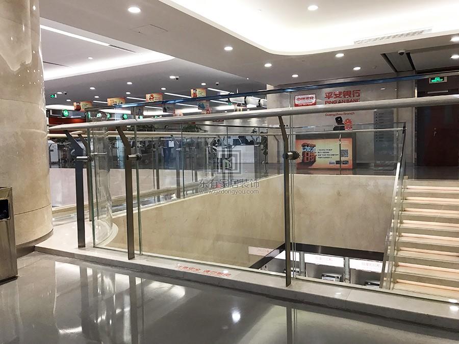 不锈钢玻璃栏杆完成安装效果