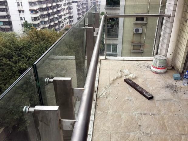 上渡路柏惠花园阳台栏杆更换 LG-009