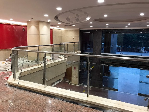 广州市政民路检察院不锈钢玻璃栏杆 LG-021