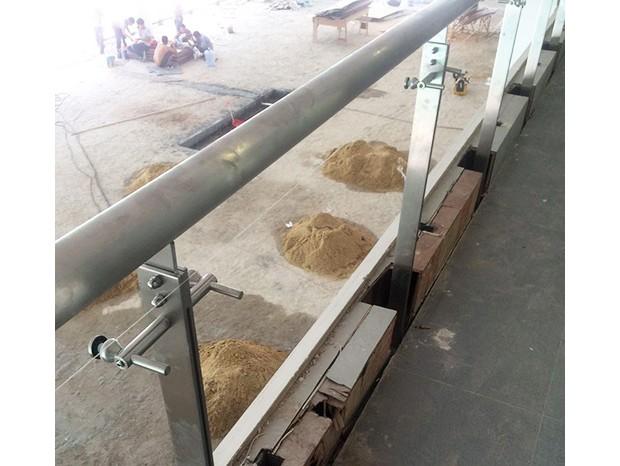 广园路路虎4X店安装不锈钢栏杆 LG-019