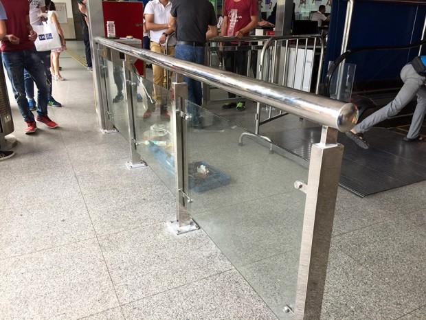 东圃客运站闸机不锈钢栏杆安装 LG-002