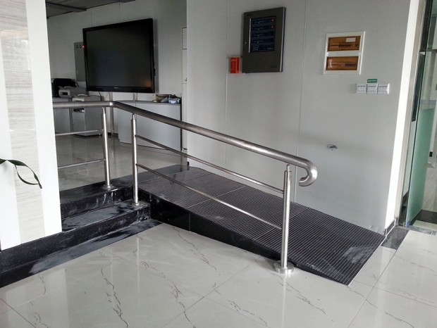 广州地震局楼梯扶手施工 FS-017