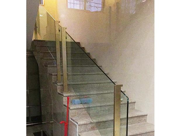南海曹生会所不锈钢镀钛金玻璃栏杆、楼梯扶手 LG-042