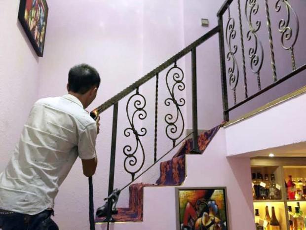天润路田小姐复式商铺楼梯扶手更换 FS-033