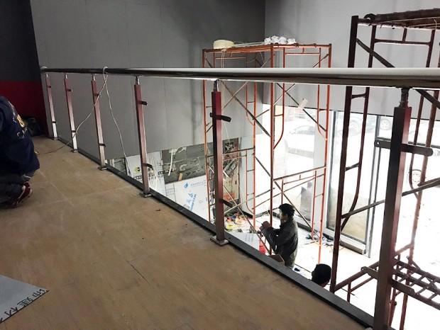 黄埔区萝岗公路卢先生商场不锈钢玻璃护栏 LG-050