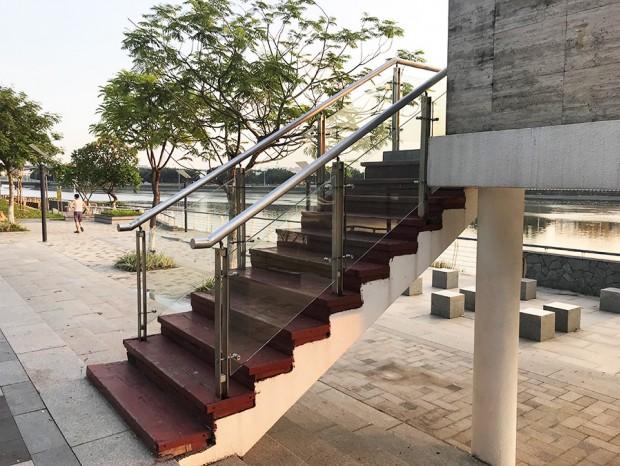 不锈钢玻璃楼梯扶手 FS-040