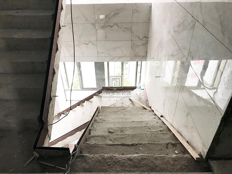 安装玻璃钢底槽