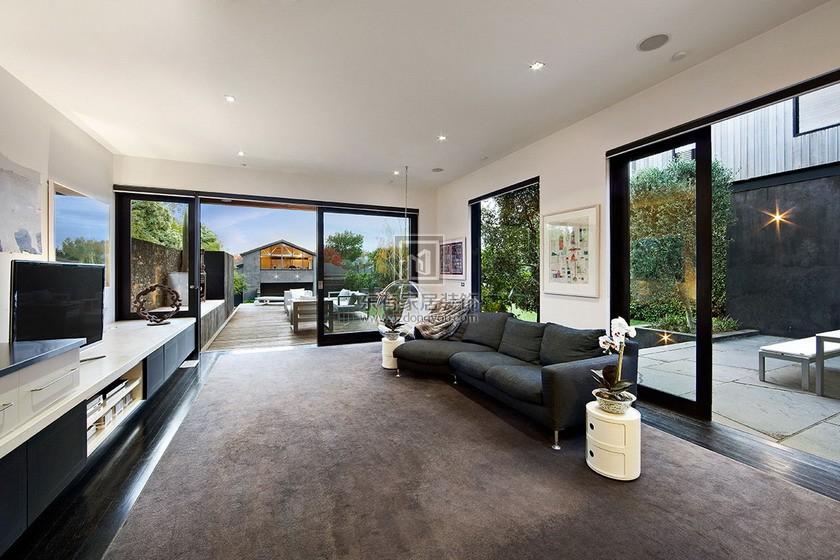 房屋重新装修,门窗安装摆放的正确方法。1