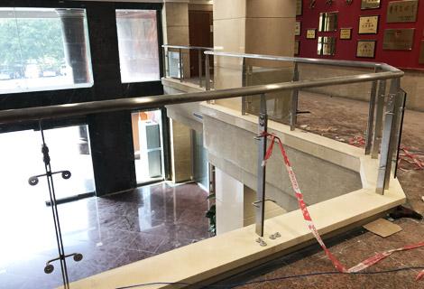 广州市政民路检察院不锈钢玻璃护栏 LG-021