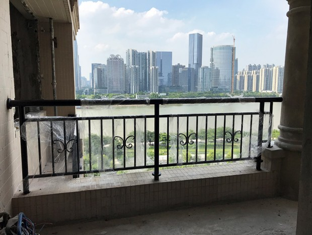珠江帝景黄先生阳台栏杆 LG-056