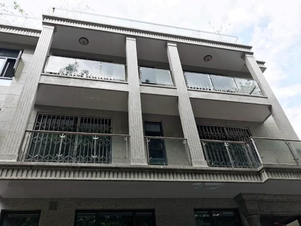 广州白云堡钱小姐家不锈钢玻璃护栏安装 LG-061