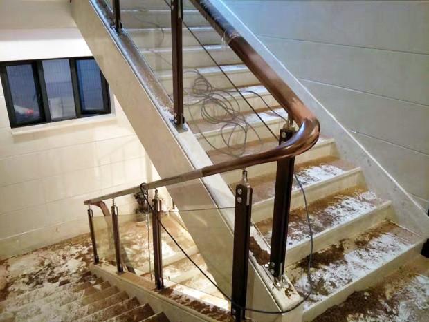 不锈钢夹木立柱玻璃楼梯扶手 FS-062