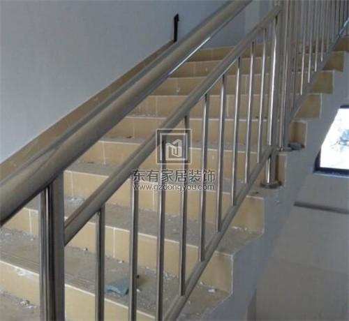 复式楼楼梯扶手怎么装 4种常见的楼梯扶手材质分析