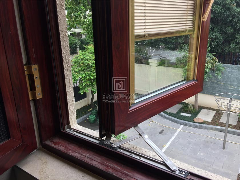 别墅豪华隔音铝窗(德国HOPO系统,窗纱一体,带电动百叶) MC-035