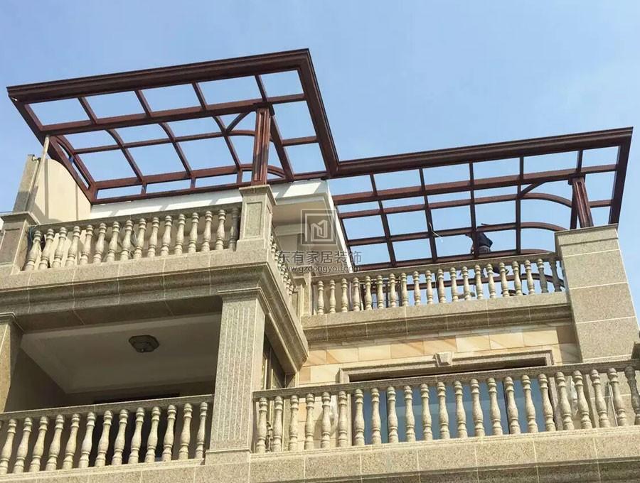 露天阳台用什么材质做雨棚呢