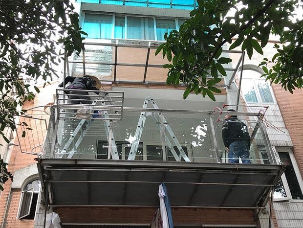 云影花园加装钢结构阳台、玻璃雨棚 LG-039