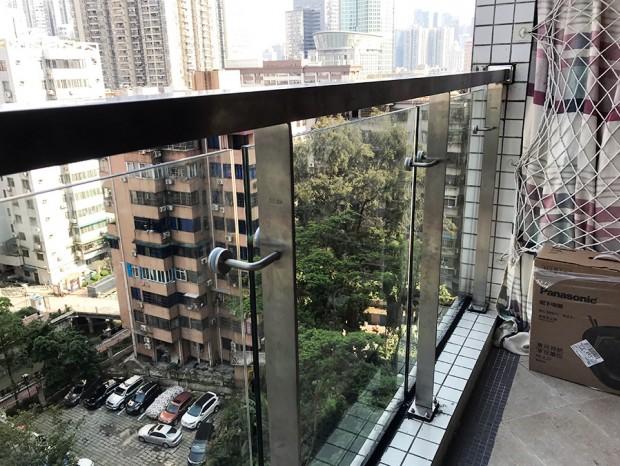 天河嘉宝华庭王先生阳台不锈钢玻璃栏杆 LG-076