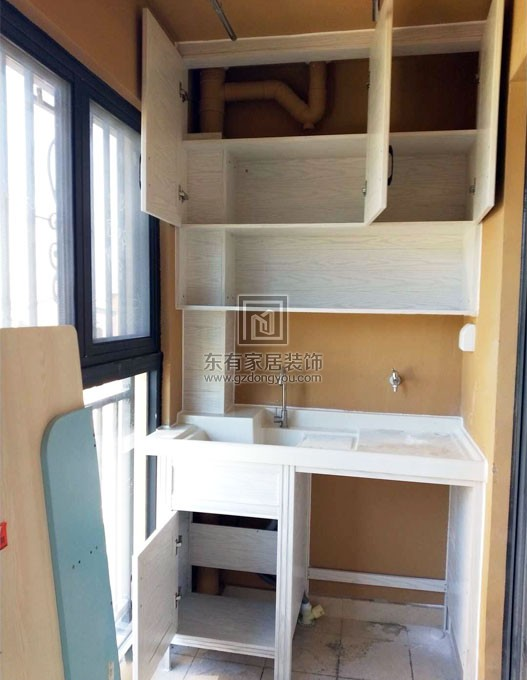 山景城新房阳台洗衣机柜子安装实景图 YTG-003