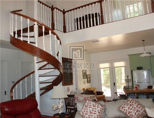 室内楼梯最好是折线形或者是弧形的楼梯最好
