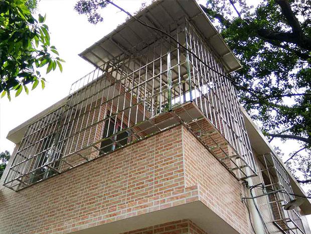 不锈钢防盗网加雨棚一体式  YP-004