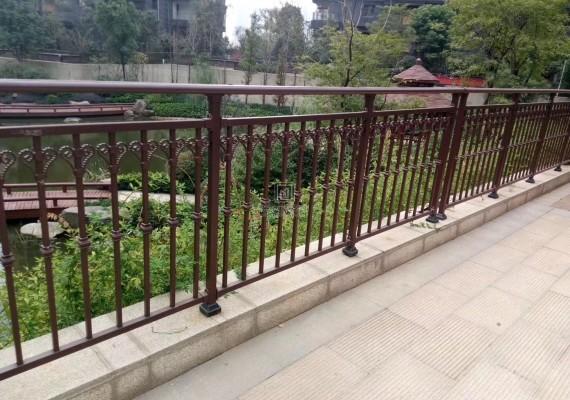 铝合金护栏跟锌钢护栏有哪些区别