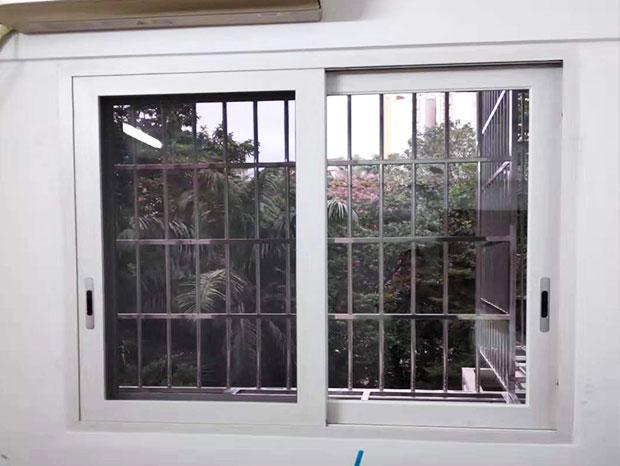 天河北苑何小姐家凤铝门窗、防盗网安装 MC-162