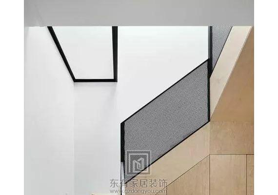 不知你家是否有楼梯,有楼梯的可以这么装