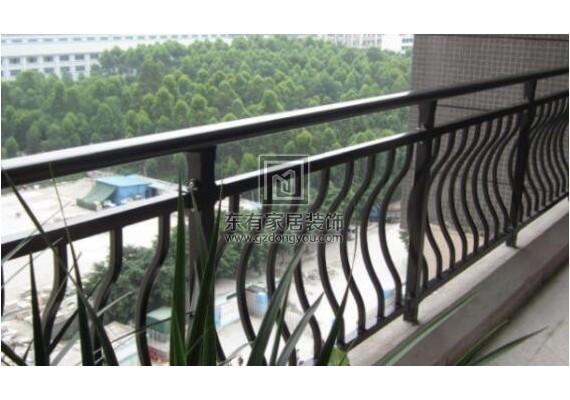 阳台护栏怎么装修比较好?