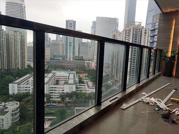 星汇云锦封阳台、玻璃栏杆