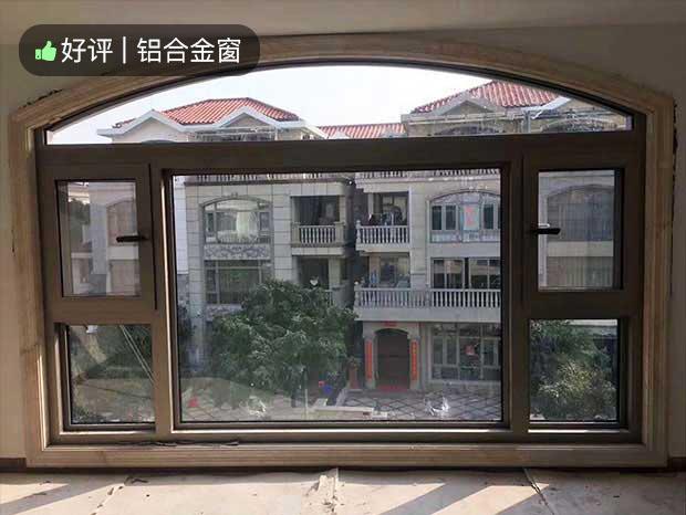 西门口广场铝合金门窗安装