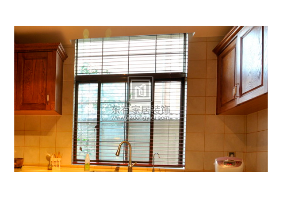厨房油腻纱窗怎么清洗