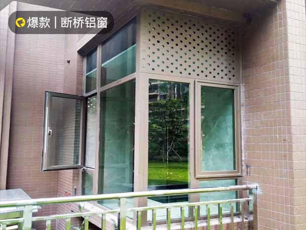 富春山居阳台断桥隔音门窗