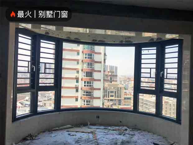 悦安花园独特半圆弧风格异形门窗完美收尾