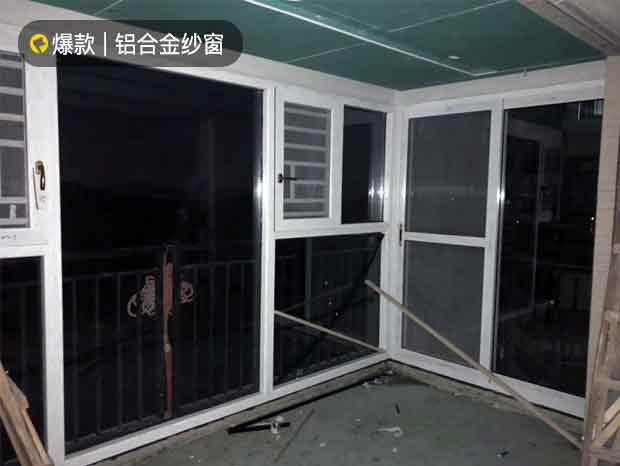 万科山景城白色铝合金纱窗一体平开窗封阳台 MC-194
