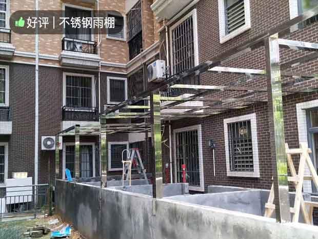 小区不锈钢雨棚安装过程